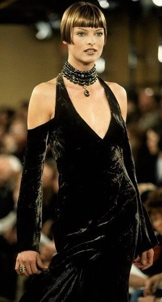 Happy Birthday Linda Evangelista Tbt To The Supermodel S Most Showstopping Hairstyles