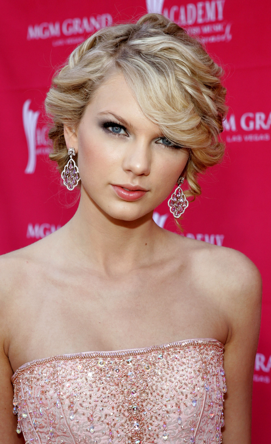 42nd Annual Academy Of Country Music Awards - Arrivals LAS VEGAS - MAY 15: Singer Taylor Swift arrives at the 42nd Annual Academy Of Country Music Awards held at the MGM Grand Garden Arena on May 15, 2007 in Las Vegas, Nevada. (Photo by Frazer Harrison/ACMA/Getty Images for ACMA)