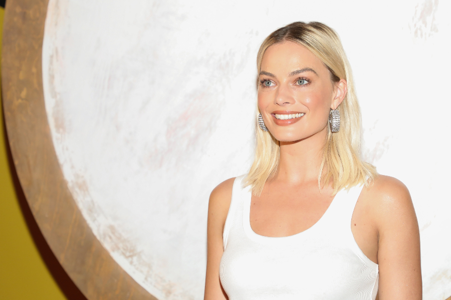 """Birds of Prey (and the Fantabulous Emancipation of One Harley Quinn) - Mexico City Pink Carpet MEXICO CITY, MEXICO - JANUARY 25: Margot Robbie attends the """"Birds of Prey (and the Fantabulous Emancipation Of One Harley Quinn)"""" Mexico City Pink Carpet at Proyecto Publico Prim on January 25, 2020 in Mexico City, Mexico. (Photo by Victor Chavez/Getty Images)"""