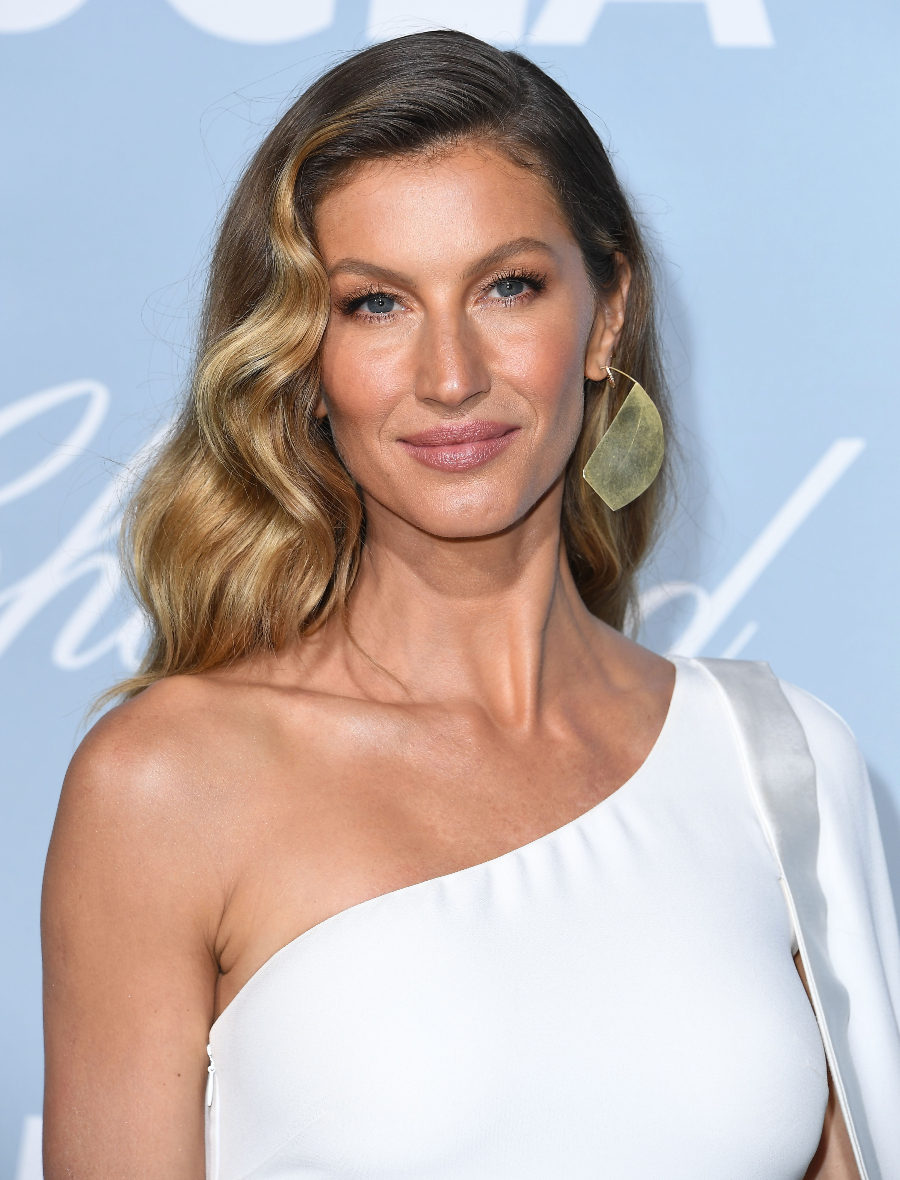 2019 Hollywood For Science Gala - Arrivals LOS ANGELES, CALIFORNIA - FEBRUARY 21: Gisele Bündchen arrives at the Hollywood For Science Gala at Private Residence on February 21, 2019 in Los Angeles, California. (Photo by Steve Granitz/WireImage)