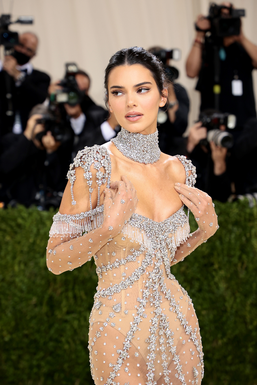 The 2021 Met Gala Celebrating In America: A Lexicon Of Fashion - Arrivals NEW YORK, NEW YORK - SEPTEMBER 13: Kendall Jenner attends The 2021 Met Gala Celebrating In America: A Lexicon Of Fashion at Metropolitan Museum of Art on September 13, 2021 in New York City. (Photo by Dimitrios Kambouris/Getty Images for The Met Museum/Vogue )